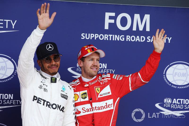 Ganador de la pole Hamilton, Mercedes AMG F1, Sebastian Vettel, Ferrari