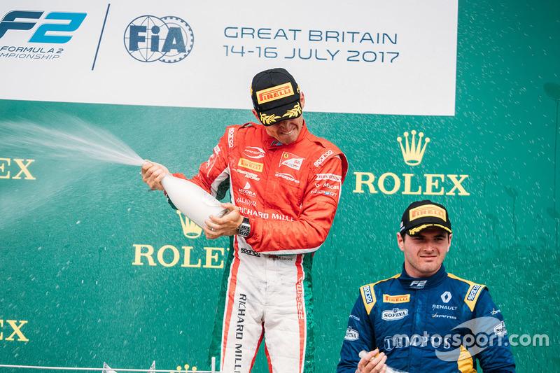 Podio: ganador de la carrera Charles Leclerc, PREMA Powerteam, tercer lugar Oliver Rowland, DAMS