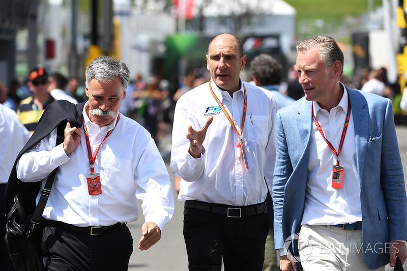 Chase Carey, Vorsitzender der F1-Gruppe, Bruno Michel, und Sean Bratches, Marketingchefs