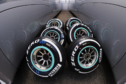 Pirelli Medium compound tyres