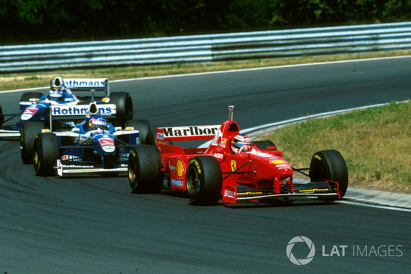 Michael Schumacher, Ferrari F310B lidera a Jacques Villeneuve, Williams