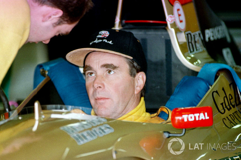 Nigel Mansell en el cockpit del Jordan Peugeot (1996)