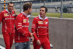 Sebastian Vettel, Ferrari, ispeziona il circuito con Riccardo Adami, Ferrari Race Engineer