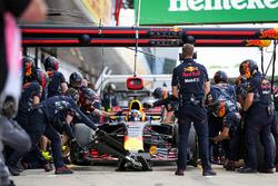 Daniel Ricciardo, Red Bull Racing makes a pitstop