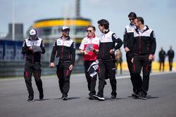 Майк Конвей, Хосе Марія Лопес, Toyota Gazoo Racing, йдуть треком