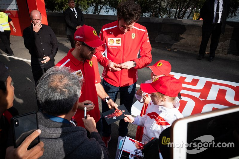 Sebastian Vettel, Ferrari, Mattia Binotto, Team Principal Ferrari, firmano autografi ai tifosi