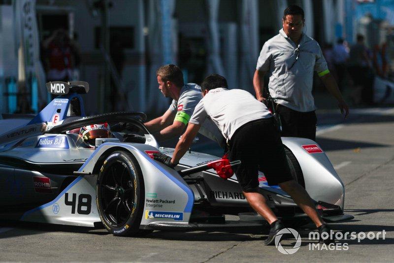Edoardo Mortara Venturi Formula E, Venturi VFE05 viene spinto nel garage