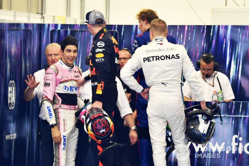Altercation entre Max Verstappen, Red Bull Racing, et Esteban Ocon, Racing Point Force India, après leur accrochage en course