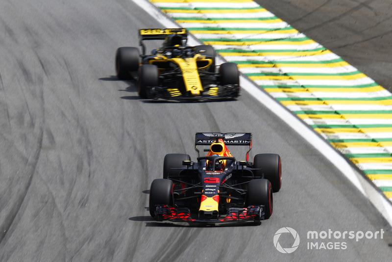 Daniel Ricciardo, Red Bull Racing RB14 y Nico Hulkenberg, Renault Sport F1 Team R.S. 18