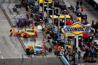 Kyle Busch, Joe Gibbs Racing, Toyota Camry M&M's, Joey Logano, Team Penske, Ford Fusion Shell Pennzoil, and Denny Hamlin, Joe Gibbs Racing, Toyota Camry FedEx Express pit stops