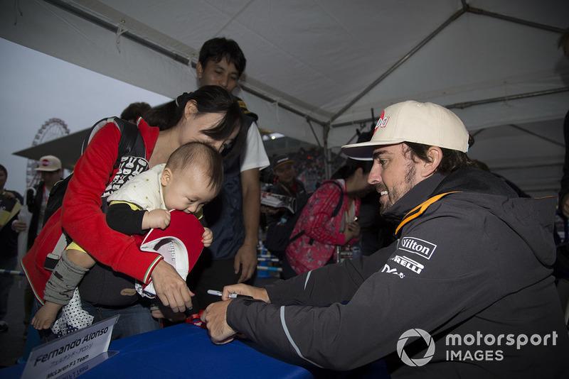 Fernando Alonso, McLaren signs autographs for fans