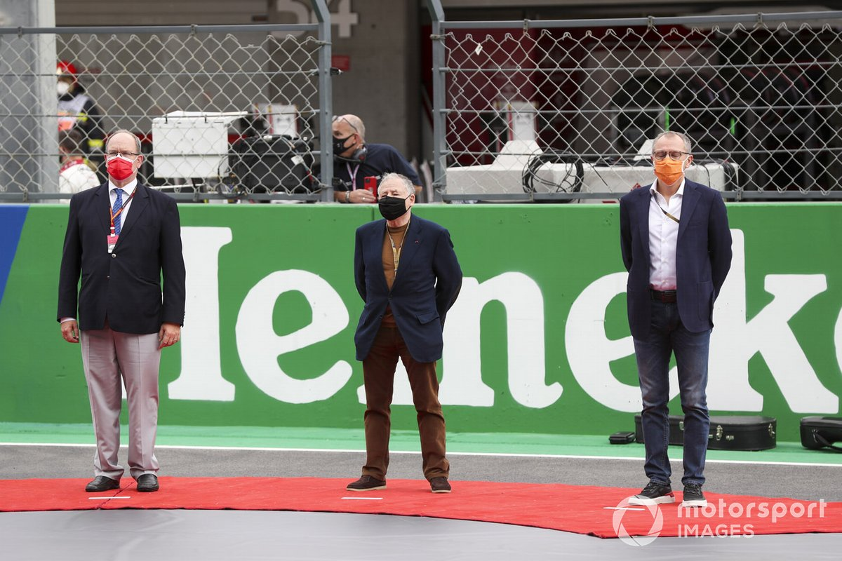 Prince Albert II of Monaco, Jean Todt, President, FIA, and Stefano Domenicalli, Chief Executive, FOM, on the grid