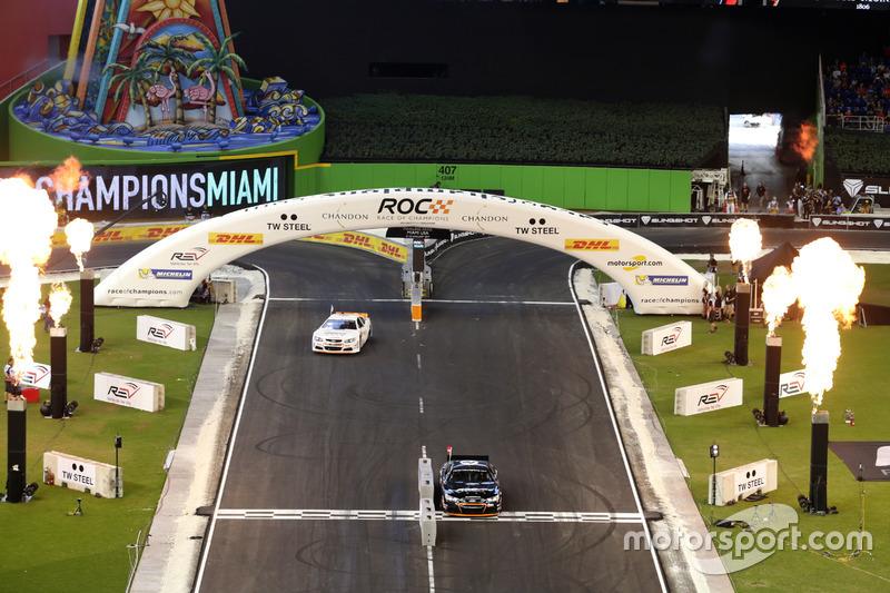 Acción de carrera con el Whelen NASCAR