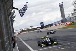 Bandera a cuadros, Lando Norris, Carlin Dallara F317 - Volkswagen