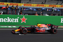 Daniel Ricciardo, Red Bull Racing RB13 celebrates as he crosses the line for fourth