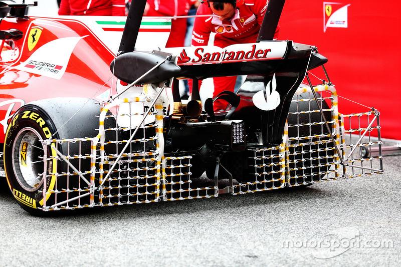 Kimi Raikkonen, con sensores en el alerón trasero del Ferrari SF70H