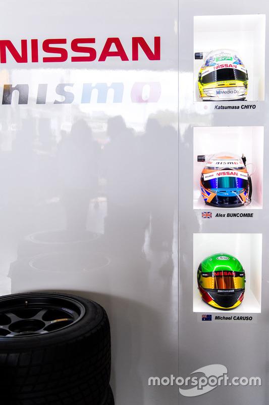 #23 Nissan Motorsport, Nissan GT-R Nismo GT3: Katsumasa Chiyo, Alex Buncombe, Michael Caruso helmets