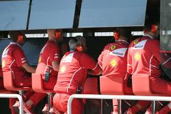 Maurizio Arrivabene, Team Principal Ferrari al muretto box Ferrari