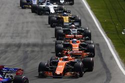Daniil Kvyat, Scuderia Toro Rosso STR12, Stoffel Vandoorne, McLaren MCL32, Fernando Alonso, McLaren MCL32, Kevin Magnussen, Haas F1 Team VF-17