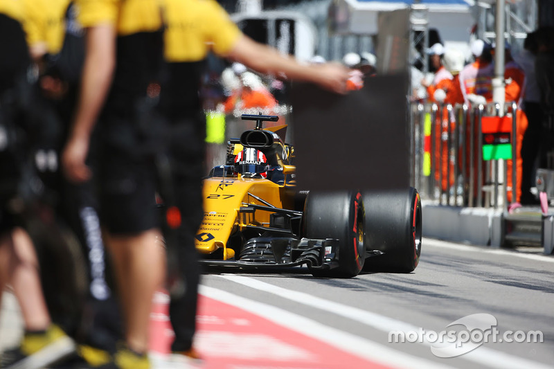 Nico Hulkenberg, Renault Sport F1 Team RS17, comes in to the pits