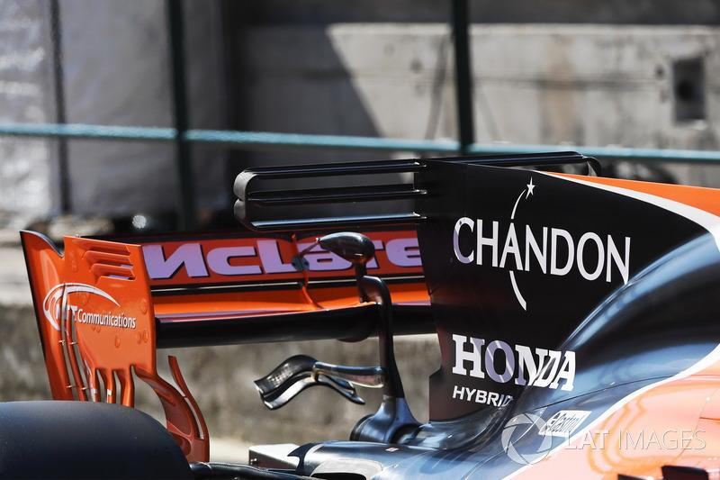 Задня частина McLaren MCL32