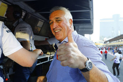 Lawrence Stroll gives a thumbs up after his son's third place finish