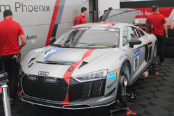 Rahel Frey, Phoenix Racing,  Audi R8 LMS GT4, garage