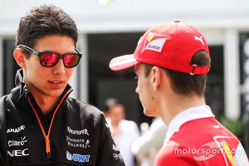 Esteban Ocon, Sahara Force India F1 Team con Charles Leclerc, Ferrari piloto de desarrollo