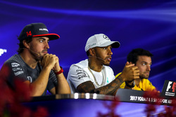 Fernando Alonso, McLaren, Lewis Hamilton, Mercedes AMG F1 et Jolyon Palmer, Renault Sport F1 Team en conférence de presse