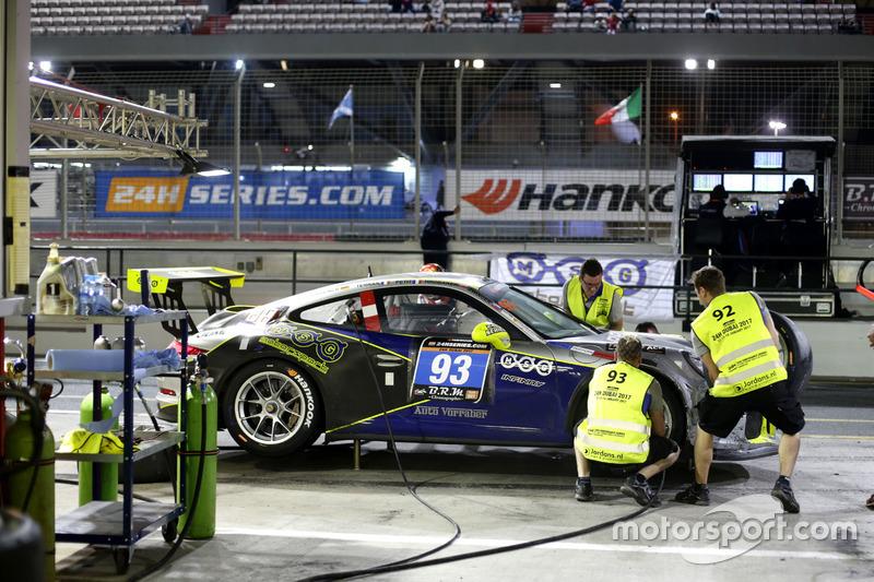 Pit stop #63 race:pro motorsport Porsche 991 Cup: Stanislav Minsky, Murad Sultanov, Klaus Bachler, Carlos Rivas, Mark Wallenwein
