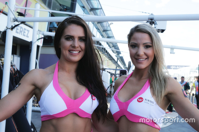 Gridgirls bei Force India