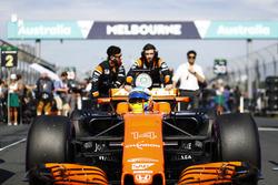 Фернано Алонсо, McLaren MCL32, на стартовій решітці