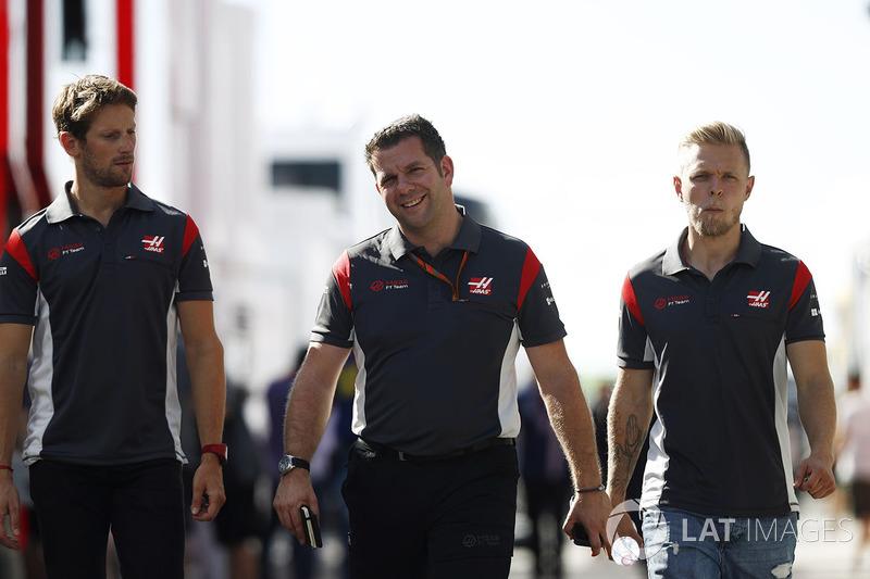 Ромен Грожан, Haas F1 Team, гоночний координатор Haas F1 Team Пітер Кролла, Кевін Магнуссен, Haas F1 Team