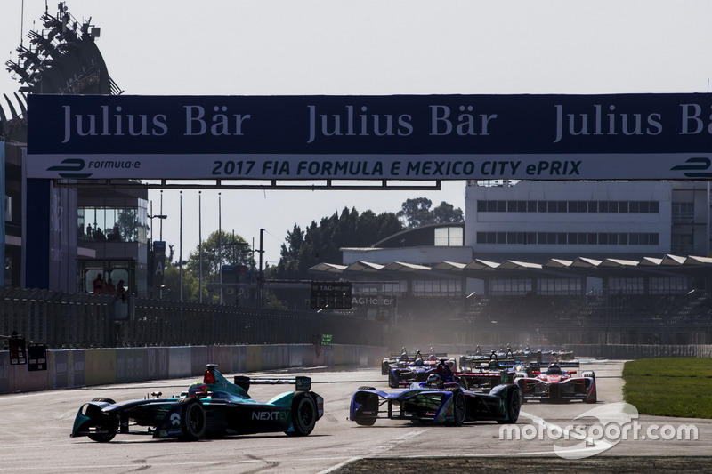 Oliver Turvey, NEXTEV TCR Formula E Team, leads the race at the start