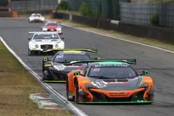 #58 Strakka Racing, McLaren 650S GT3: Alvaro Parente, Ben Barnicoat