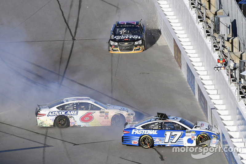 7. Ricky Stenhouse Jr., Roush Fenway Racing Ford y Trevor Bayne, Roush Fenway Racing Ford