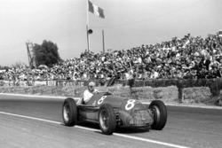 Race winner Juan Manuel Fangio, Alfa Romeo 159A
