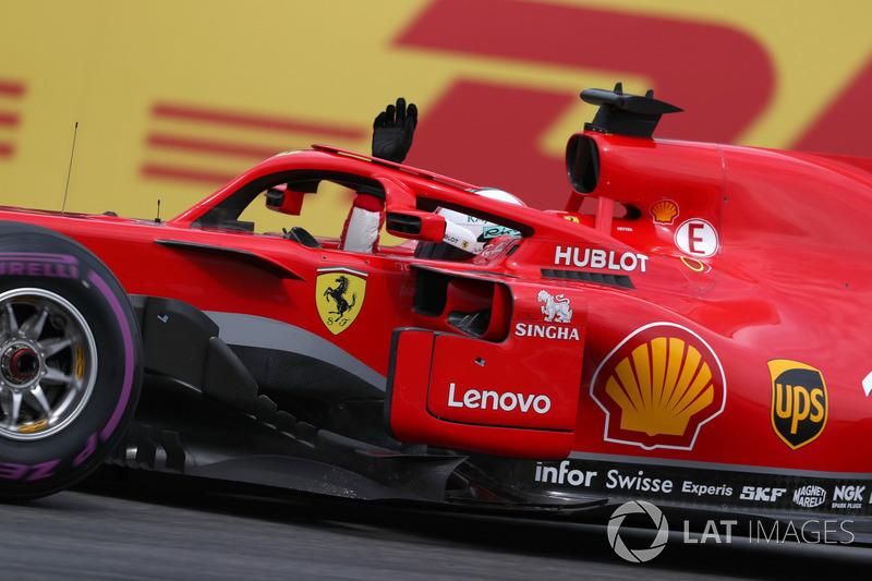 Sebastian Vettel, Ferrari SF71H merayakan pole