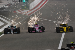 Lewis Hamilton, Mercedes-AMG F1 W09 EQ Power+, Sergio Perez, Force India VJM11 and Nico Hulkenberg, Renault Sport F1 Team R.S. 18 battle