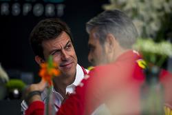Toto Wolff, Mercedes AMG F1 Direktörü ve Maurizio Arrivabene, Ferrari Takım Patronu