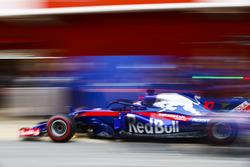 Arrêt au stand pour Pierre Gasly, Scuderia Toro Rosso STR13