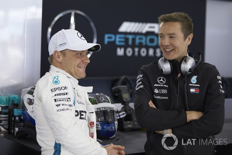Valtteri Bottas, Mercedes AMG F1, talks with an engineer
