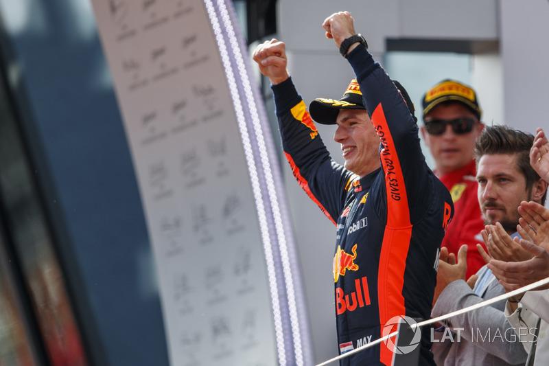 Max Verstappen, Red Bull Racing, celebra en el podio