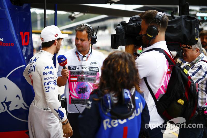 Pierre Gasly, Toro Rosso, talks to Sky F1 reporter Ted Kravitz