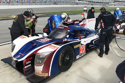 Fernando Alonso, United Autosports gets into the car for his first stint