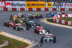 Patenza: Alain Prost, Williams FW15C, precede Ayrton Senna, McLaren MP4/8