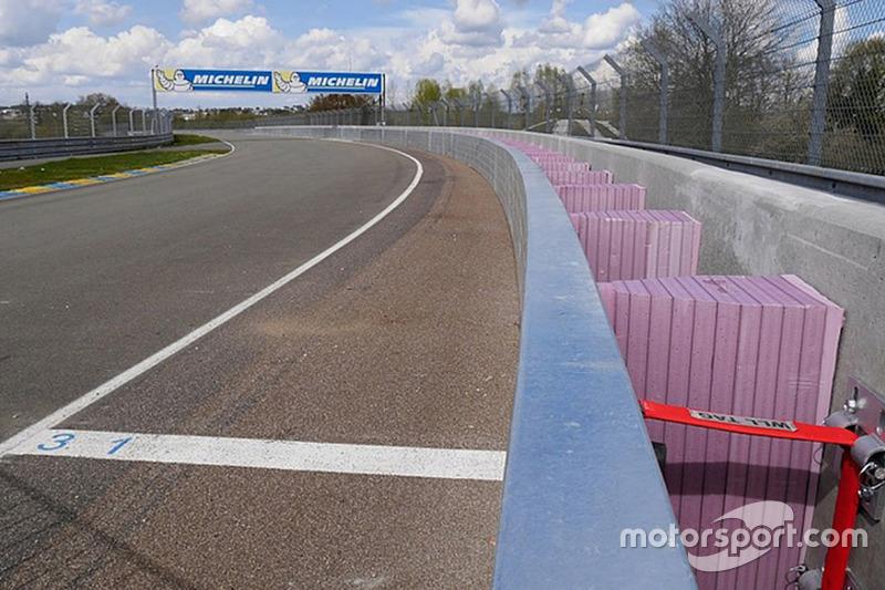 Porsche Curves SAFER barrier