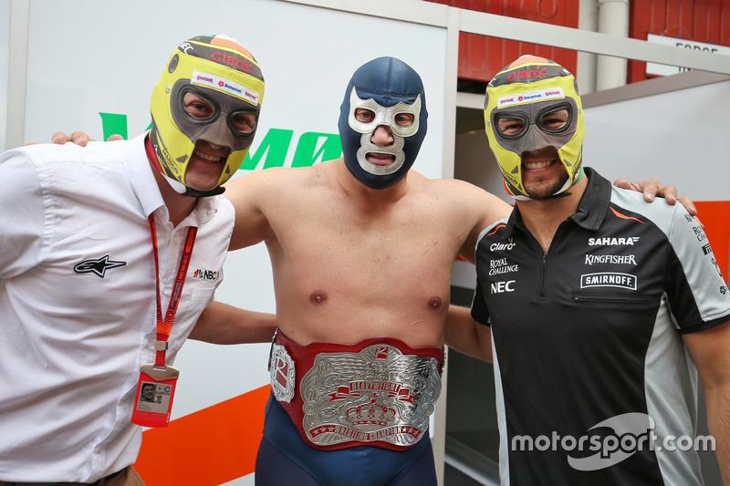 1. Will Buxton, NBC Sports Network TV con Blue Demon Jr. luchador y Sergio Perez, Sahara Force India F1