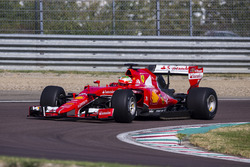 Esteban Gutiérrez, Ferrari pruebas de la especificación de Pirelli 2017