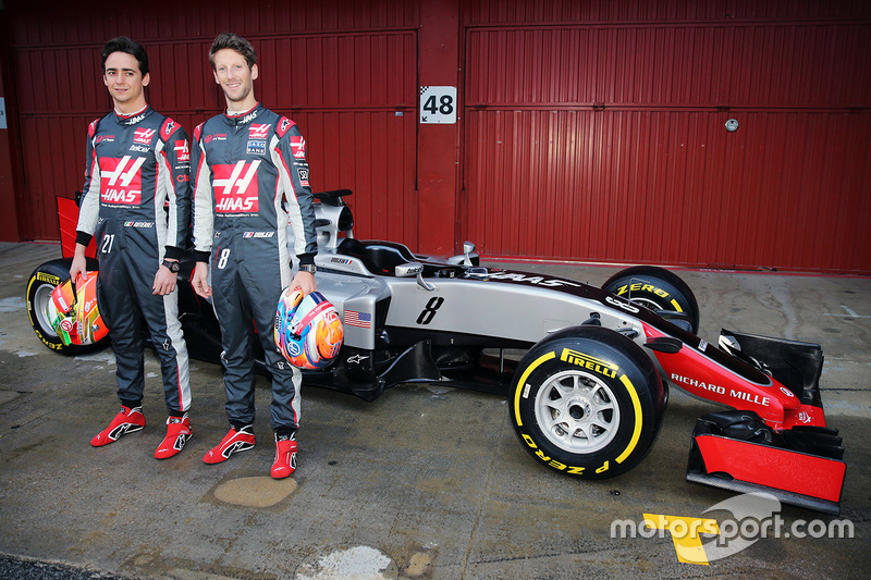 Esteban Gutierrez, Haas F1 Team and Romain Grosjean, Haas F1 Team unveil the Haas VF-16